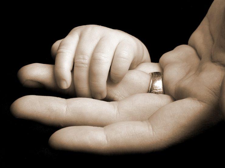 возврат алиментов при оспаривании отцовства