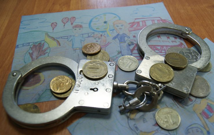 могут ли приставы арестовать алименты