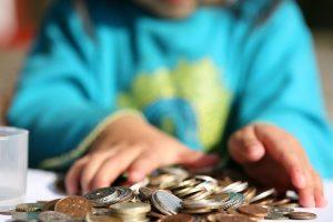 Как оформляются и удерживаются дополнительные расходы на ребенка
