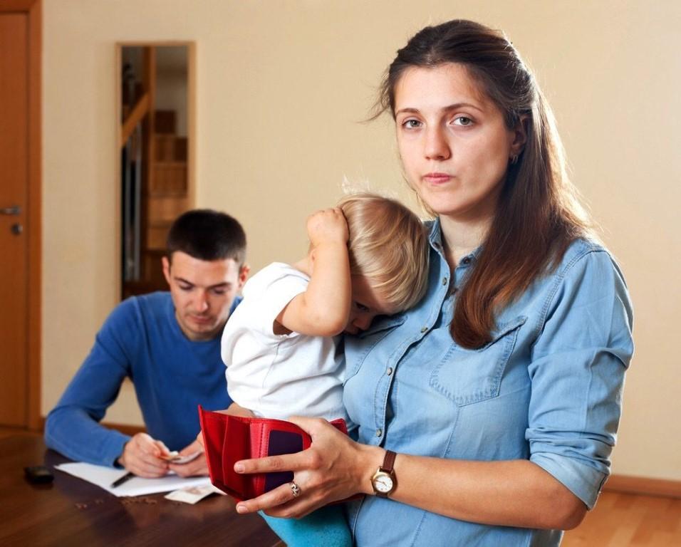 Как взыскать алименты с матери?