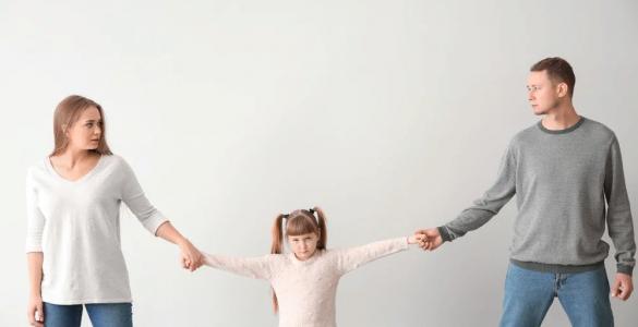с кем остается ребенок после развода